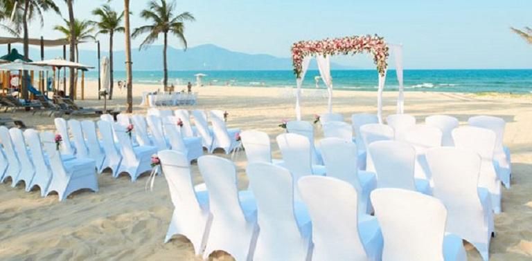 Thời gian tổ chức là điều cần lưu ý đầu tiên khi bạn muốn tổ chức đám cưới bãi biển