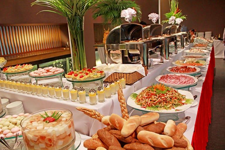 Tổ chức tiệc giáng sinh buffet, tại sao không?