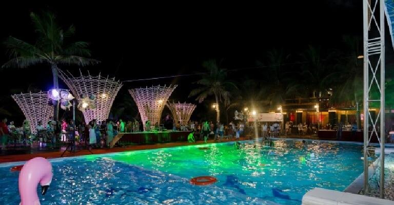 Tiệc bể bơi là gì? Làm thế nào để có một bữa tiệc vui nhộn và độc đáo?