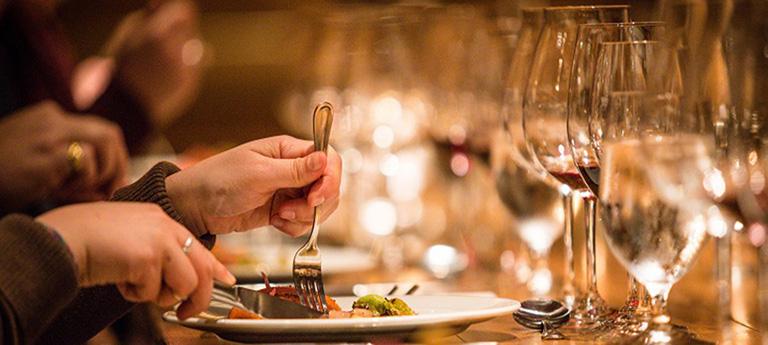 Thực đơn món ăn tiệc cần đáp ứng được khẩu vị của số đông