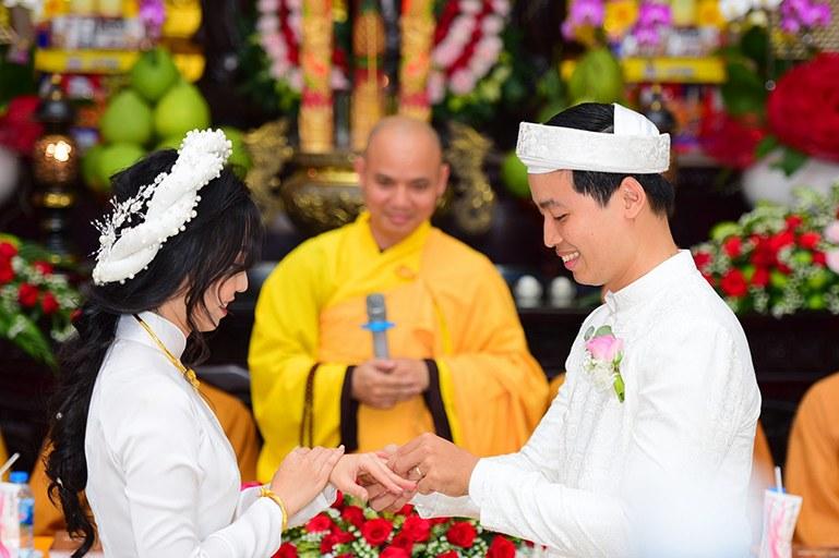 Tiệc cưới chay mang ý nghĩa chúc phúc cho các cặp đôi