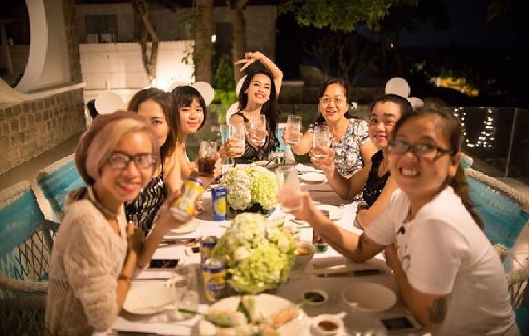 Bữa tiệc sẽ là cơ hội hiếm hoi để cả nhóm bạn thân cùng tụ tập và vui chơi cùng nhau