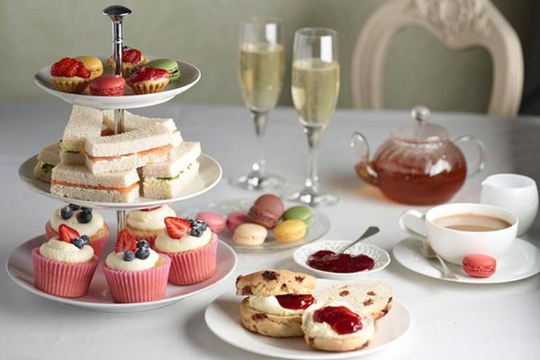 Một bữa tiệc trà thanh nhã, nhẹ nhàng sẽ là dịp để các cô gái cùng ngồi ôn lại nhiều kỷ niệm đẹp