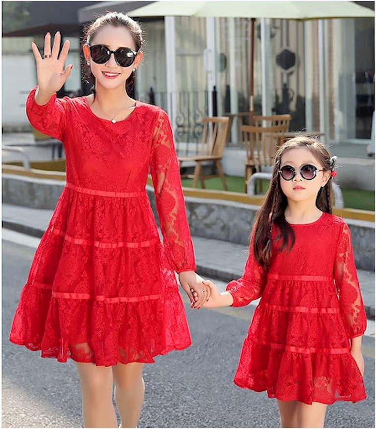 Đầm ren mang đến cho mẹ và bé sự sang trọng