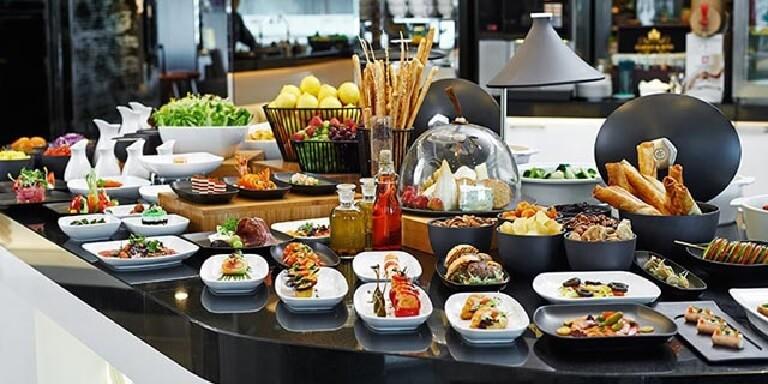 Đặt tiệc buffet giúp bạn tiết kiệm thời gian và công sức chuẩn bị