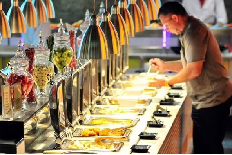 5 lý do khiến bạn nên đặt tiệc buffet cho buổi gặp gỡ, tụ họp ăn uống là gì?