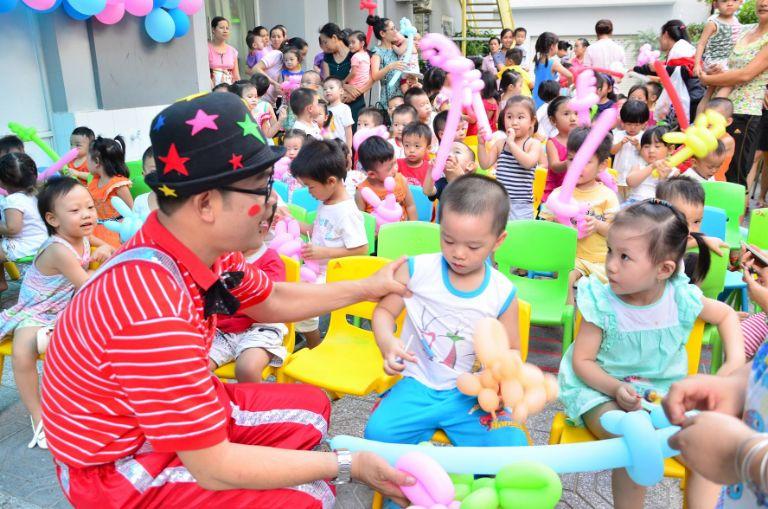 Trò chơi giao lưu giữa các bé giúp bữa tiệc thêm trọn vẹn và ý nghĩa hơn