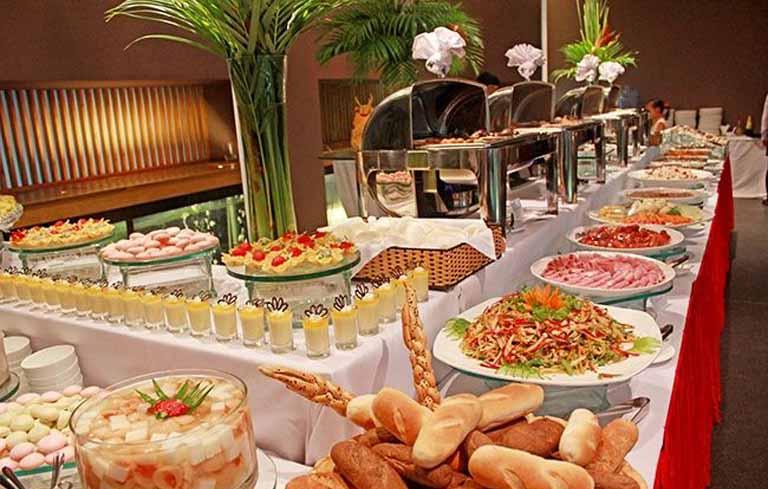 Những lưu ý quan trọng khi tổ chức tiệc buffet cuối năm