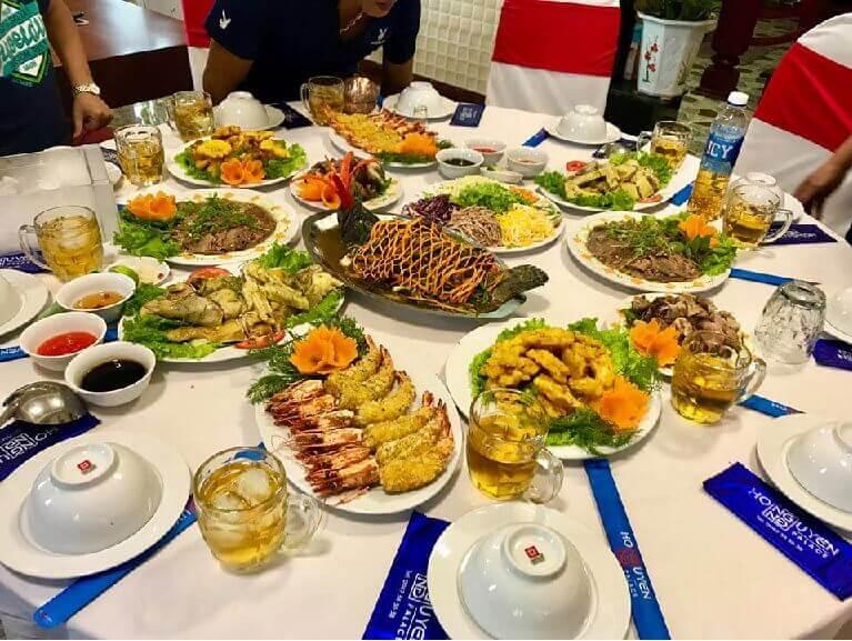 Menu tiệc cưới nên có sự kết hợp hài hòa giữa các món khai vị, món chính và món tráng miệng