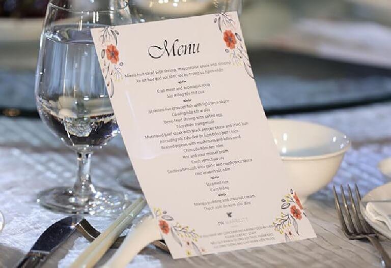 Thực đơn cho tiệc cưới phải thực sự hấp dẫn và có sự kết hợp của nhiều món giúp kích thích ngon miệng