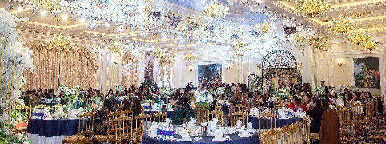 Không gian nhà hàng sang trọng phù hợp với các buổi tiệc cuối năm đông người
