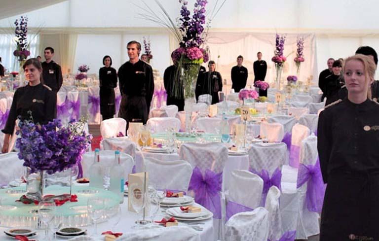 Xắp xếp nhân sự tại vị trí quan trọng trong bữa tiệc buffet ngọt