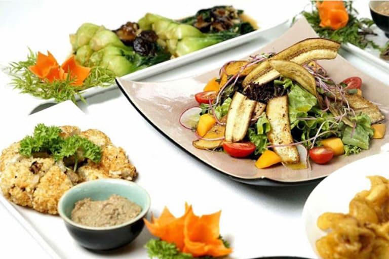 Thực đơn của một bữa tiệc buffet chay đa dạng các món ăn như tiệc mặn