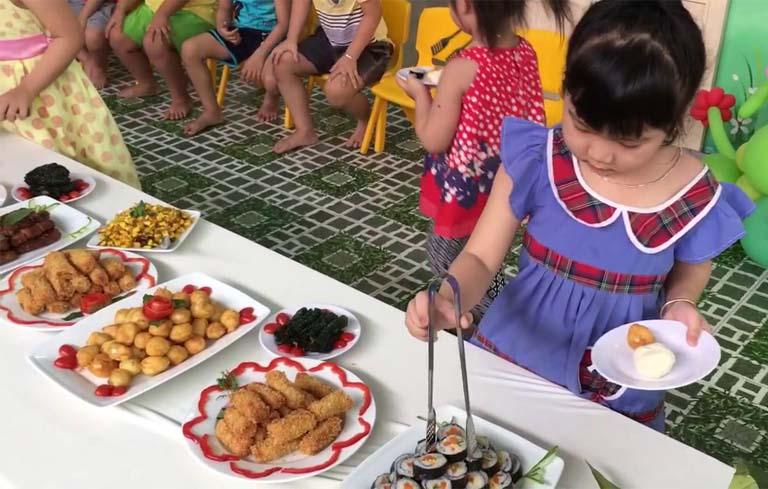 Cách tổ chức tiệc buffet cho trẻ mầm non đơn giản hiệu quả