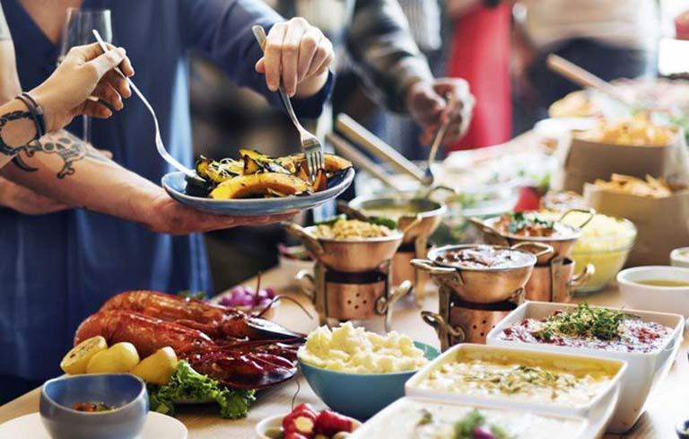 Có nên tổ chức tiệc buffet tại nhà?