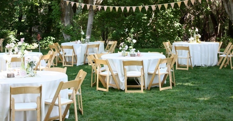 Chọn địa điểm tổ chức sinh nhật phù hợp trong nhà hay ngoài sân vườn