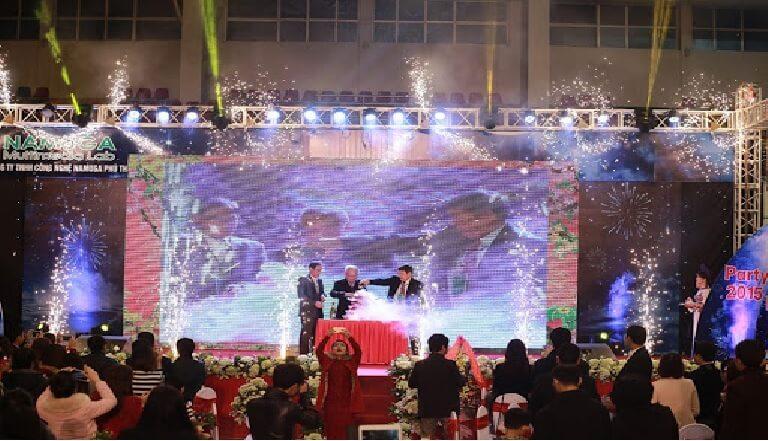 Công ty có thể kết hợp cùng với lễ kỷ niệm trọng đại trong bữa tiệc cuối năm này