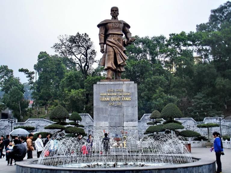Hưng Nhượng Đại Vương Trần Quốc Tảng là một tướng lĩnh quân sự thời Trần