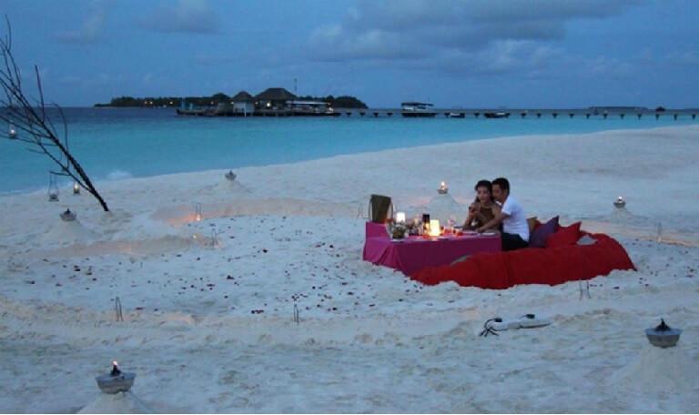 Một không gian lãng mạn bên bờ biển để tổ chức sinh nhật cho vợ sẽ khiến tình cảm vợ chồng thêm mặn nồng hơn