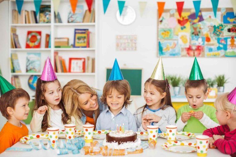 Tổ chức sinh nhật tại lớp học giúp ba mẹ tiết kiệm thời gian