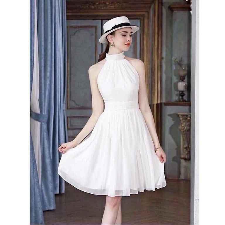 Váy cổ yếm giúp bạn vừa cao ráo vừa quý phái