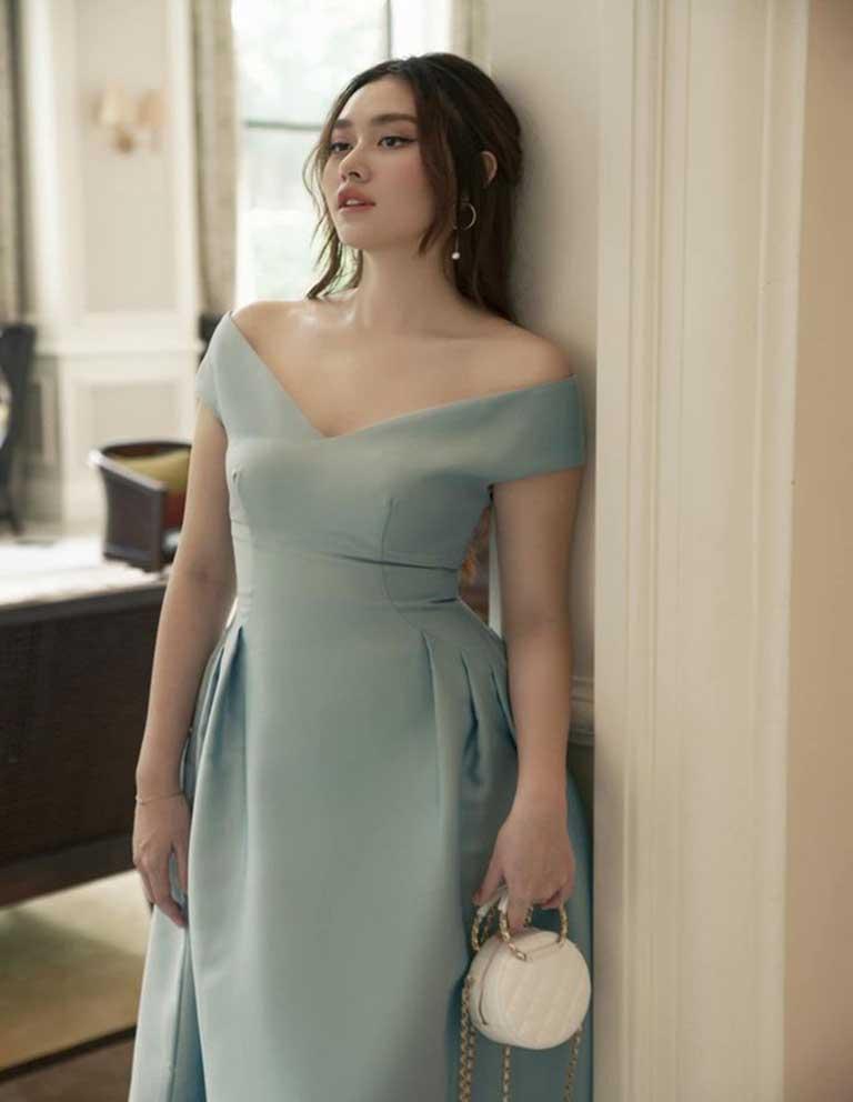 Váy trễ vai gợi cảm cho người thấp nhỏ