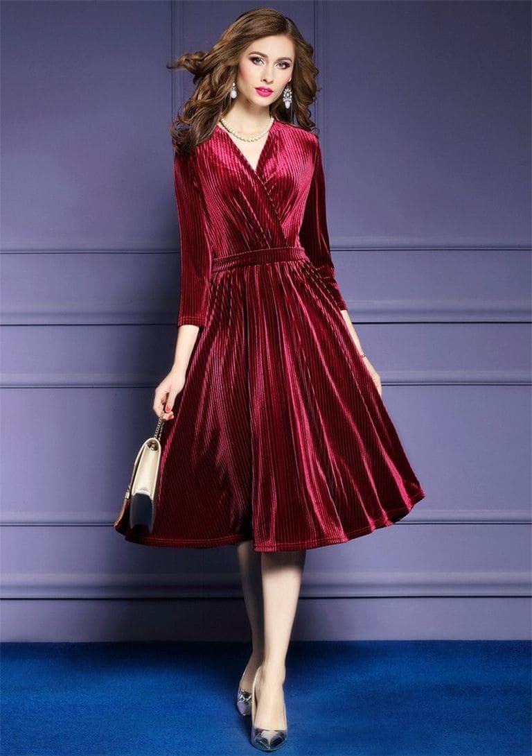 Đầm nhung sang chảnh giúp các nàng trở thành tâm điểm trong bữa tiệc cưới